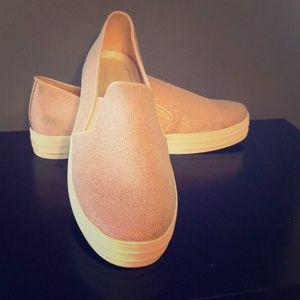 Women's Skechers platform sneakers